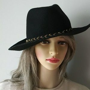 COPY - Black 100% wool hat with gold decoration